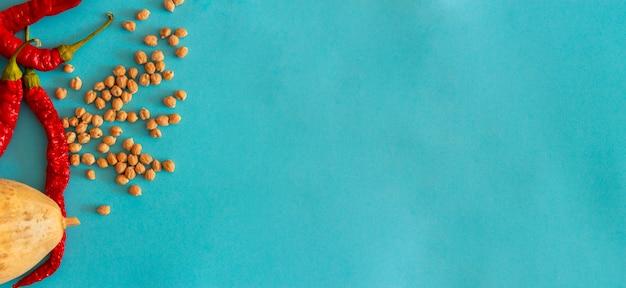 赤唐辛子乾燥カボチャとひよこ豆自家製地中海料理コピースペース