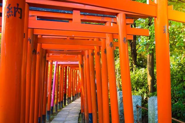 Красный столб в храме япония