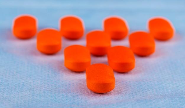 Красные таблетки или капсулы