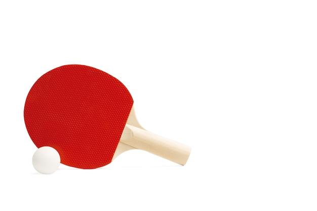 赤いピンポン パドルと白地に白いボール
