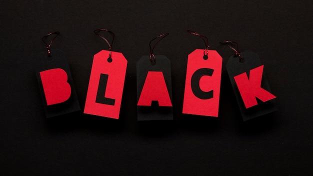 暗い背景の黒い金曜日の概念に赤い値札