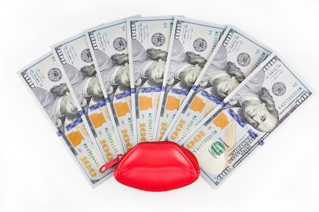 100ドルの唇と紙幣の形の赤い財布。
