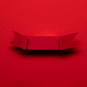 赤い背景の黒い金曜日の概念に赤いリボン