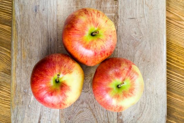 붉게 익은 사과
