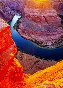 レッドロックキャニオンロードのパノラマビュー。グランドキャニオンのコロラド川のアリゾナホースシューベンド。