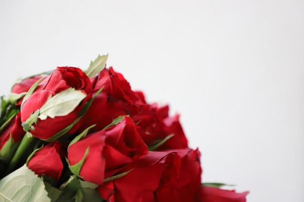 記念日、結婚式、誕生日またはその他の祝賀会のための赤いローズ多目的背景