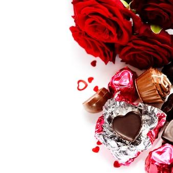 赤いバラとバレンタインデーのハート