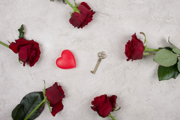 Red roses, a heart and a key