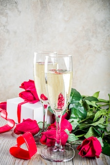 Red roses with two champagne glasses