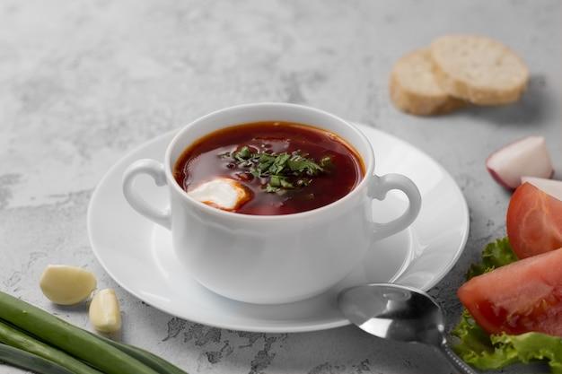 赤いロシア国立スープボルシチ