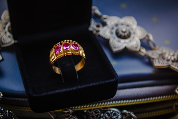 Red sapphire ring gold.