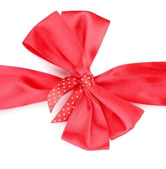 白で隔離の赤いサテンの弓とリボン