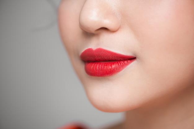 빨간 섹시 한 입술 근접 촬영입니다. 개념을 구성합니다. 아름다운 완벽한 입술.
