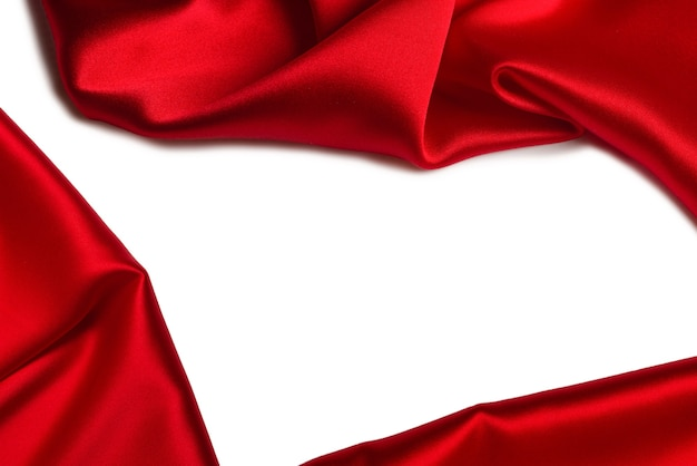 Красный шелк или атласную роскошную ткань текстуры можно использовать в качестве абстрактного фона. вид сверху.