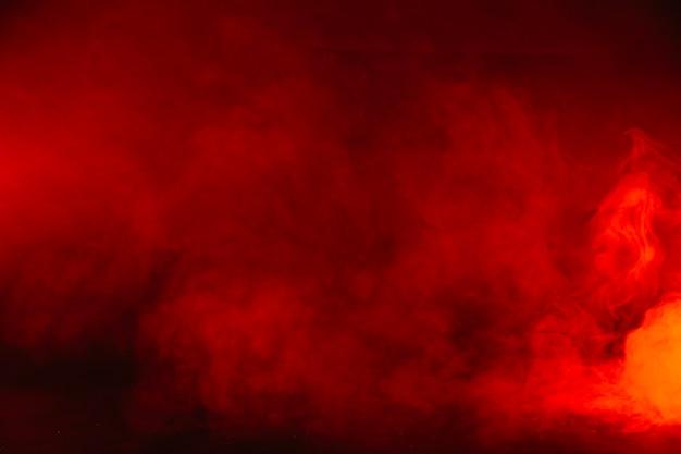 スタジオの赤い煙