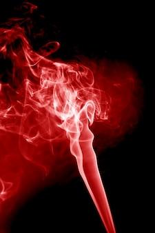 검은 바탕에 붉은 연기