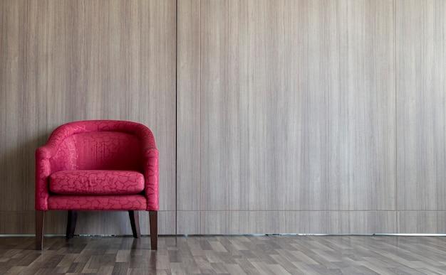 部屋の左側にある赤いソファは壁と木の床で飾られています