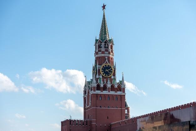 Красная площадь в солнечный зимний день.
