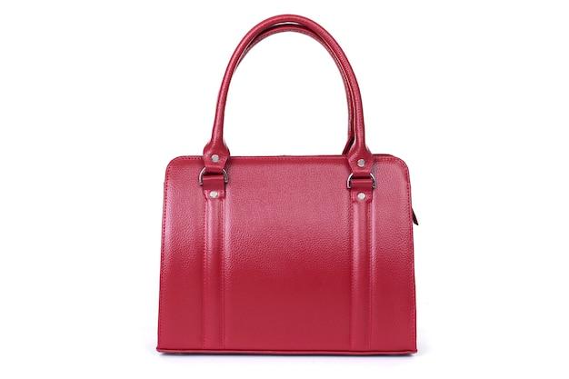 Красная стильная женская кожаная сумка на белом фоне