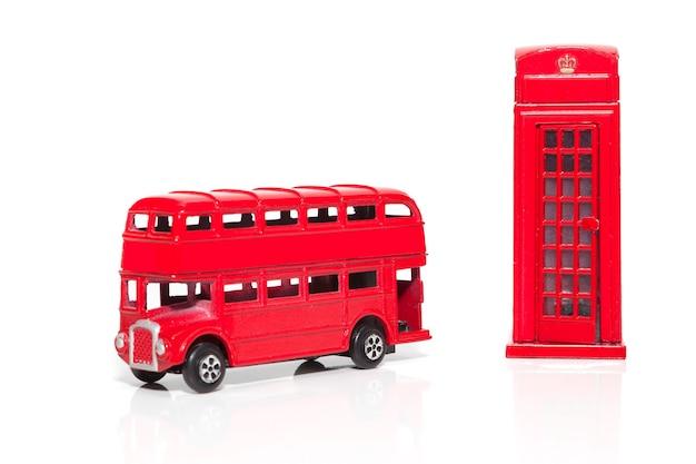 赤い電話ブース2階建てバスロンドンのお土産白い背景で隔離