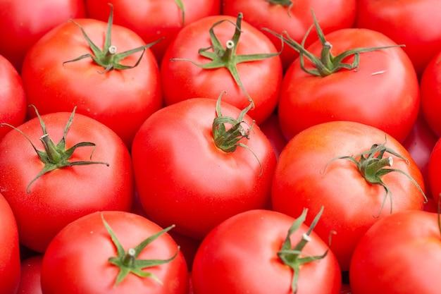 赤いトマトの背景
