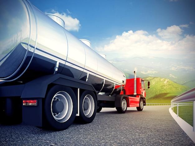 青い空の下のアスファルトの道路上の赤いトラック