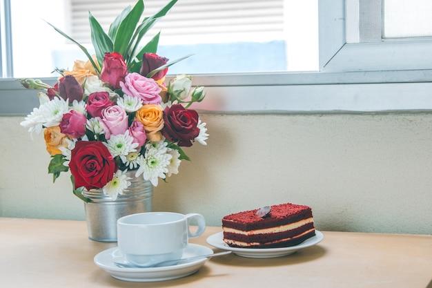 赤いベルベット、ブーケ、バラ、コーヒー