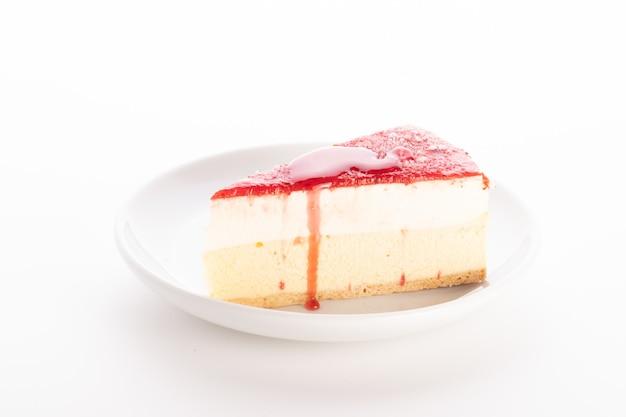Красный бархатный торт изолировать фон