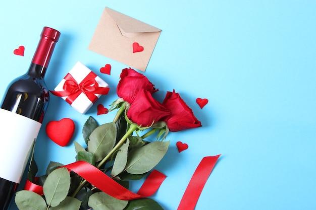 테이블 발렌타인 배경에 레드 와인과 장미