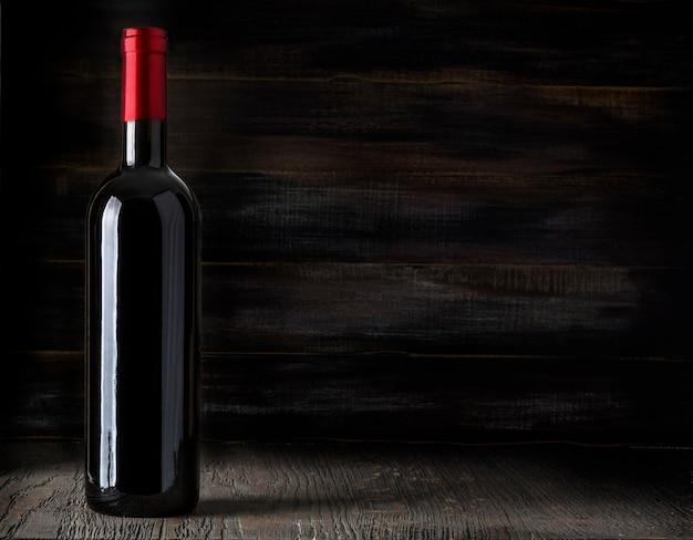 木製の赤ワインボトル