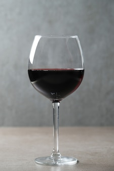 Vino rosso in vetro