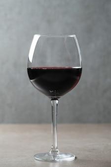 ガラスの赤ワイン