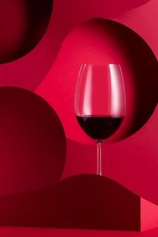 赤いペーパーカットの赤ワイン