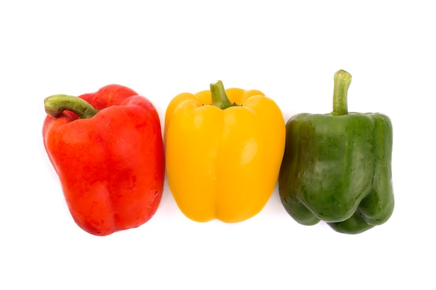빨강, 노랑, 녹색 피망 흰색 배경에 고립