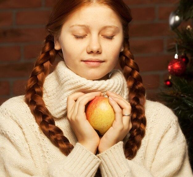 Redhair рождество женщина остроумие яблоко.