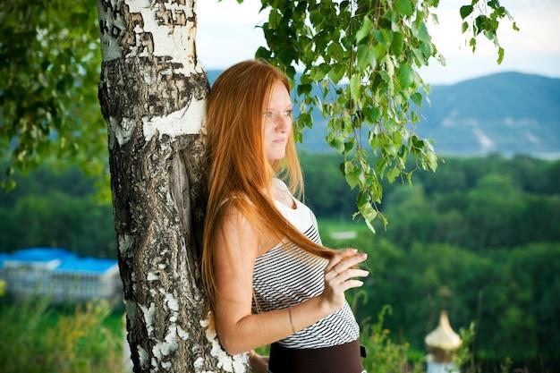 公園で赤毛の少女