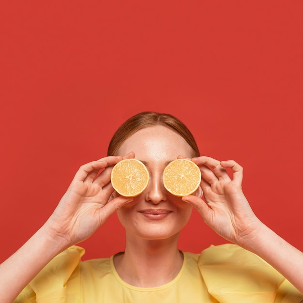 Redhead woman posing with lemons