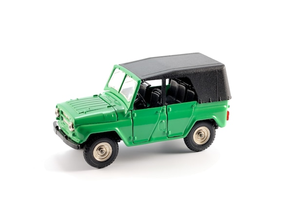 지난 세기 중반에 자동차 모든 지형 (오프로드)의 축소 사본을 사용할 수 있습니다.