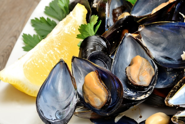 Ref mussels with lemon