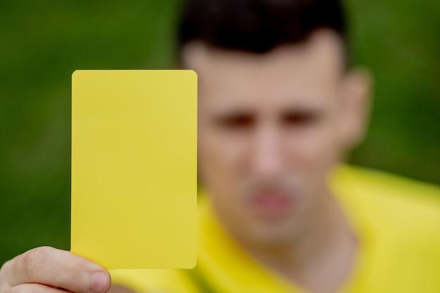 ゲームのコンセプト中に不快なサッカーやサッカー選手にレッドカードを示す審判