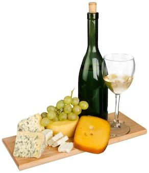 배경에 와인, 치즈, 포도의 세련된 정물