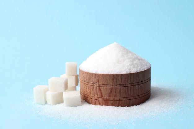 色付きの背景に精製された砂糖糖尿病の概念過剰な砂糖