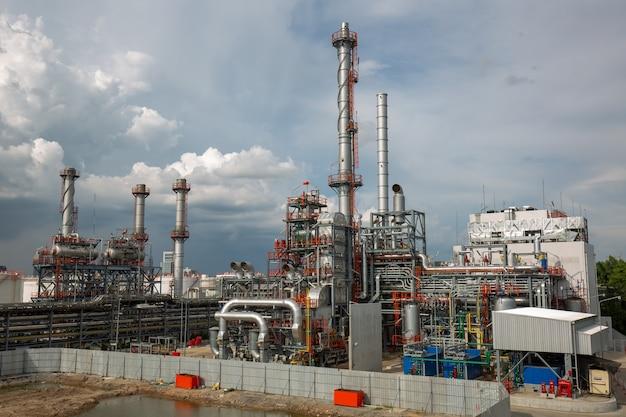Нефтеперерабатывающая промышленность резервуар для добычи нефти и трубопроводов.