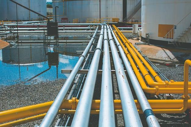 Оборудование нефтеперерабатывающего завода для трубопровода желтая линия нефтегазовые клапаны под давлением газового завода
