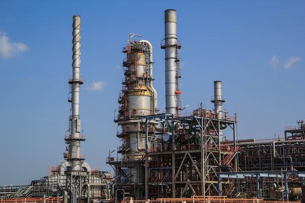 정유 공장 태국 석유 및 가스 - 2016년 7월 1일: 푸른 하늘을 배경으로 하는 산업 석유 및 가스 생산 석유 파이프라인