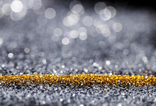 反射するゴールドとグレーのキラキラ