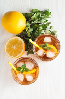 Refreshing citrus lemonade and ice drink.