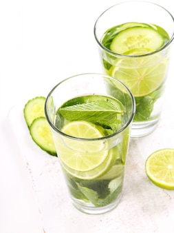 Refreshing drink with lemon slices