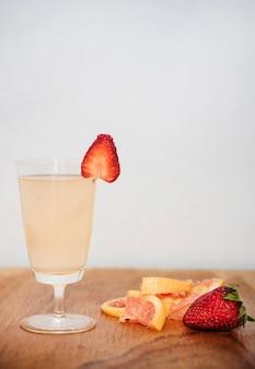 イチゴとグレープフルーツのさわやかなドリンク