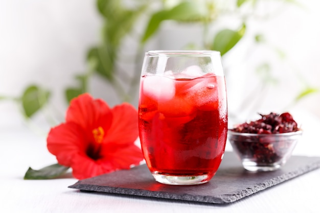 Refreshing hibiscus iced ted
